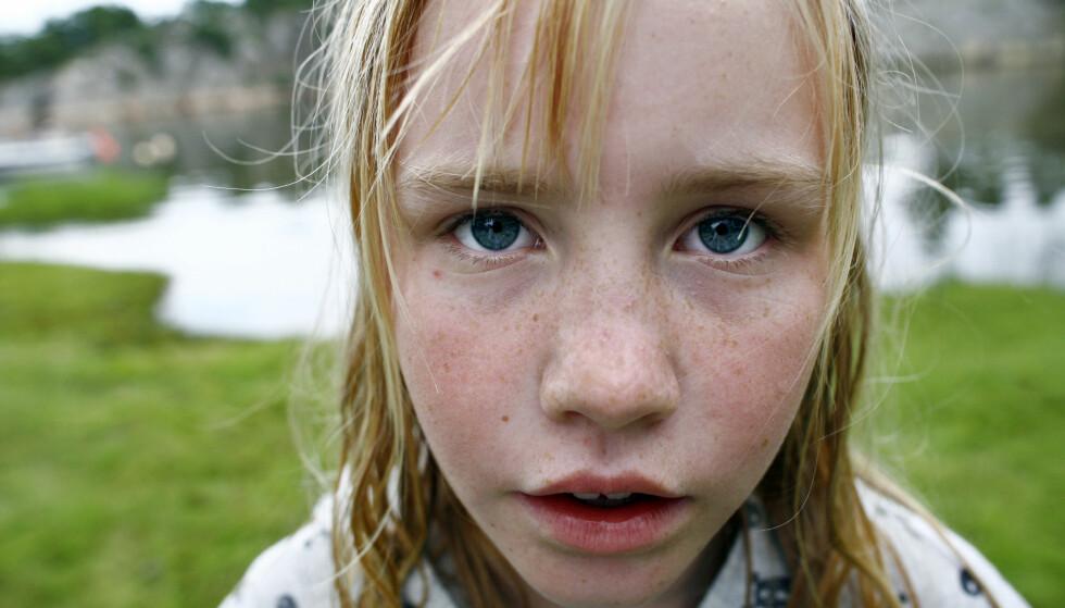 RADIKALT EKSPERIMENT: - Barn og unge tilbringer enormt mye tid på skolen. De er på skolen på fulltid i 13 år, fra året de fyller 6 til året de fyller 19. I tillegg gjør de lekser på kveldstid.  Dersom vi kaster et blikk bakover i historien ser vi at dette, snarere enn å være en selvfølgelighet, egentlig er et ganske radikalt eksperiment, skriver artikkelforfatteren. Foto: Sara Johannessen / SCANPIX NB! Modellklarert.