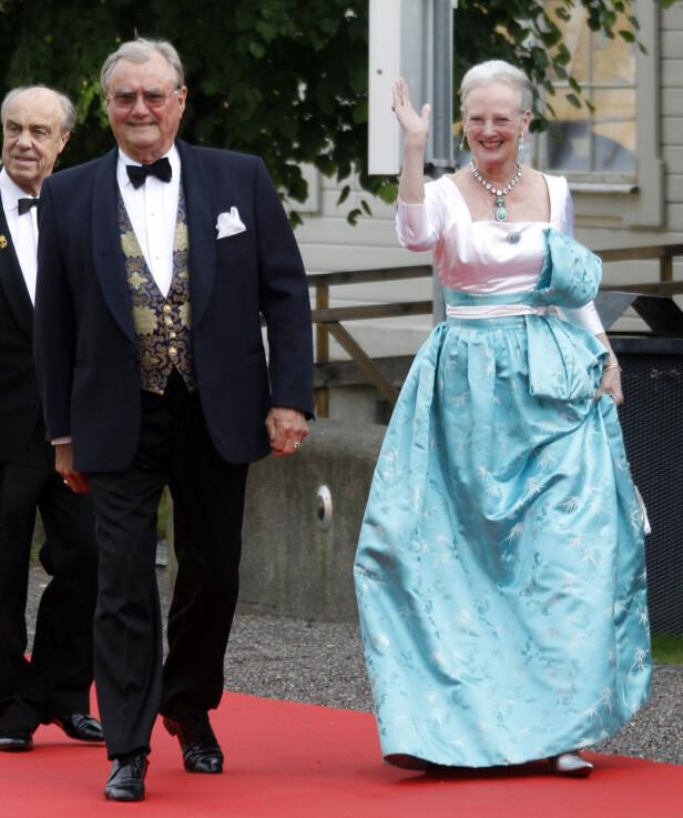 GÅTT BORT: Prins Henrik var preget av sykdom i tida før han døde. Her avbildet sammen med dronning Margrethe i 2010. Foto: NTB Scanpix