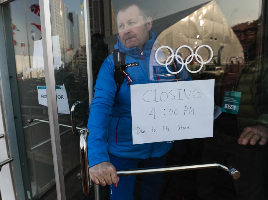 <strong>VINN ELLER FORSVINN:</strong> Norges hockeysjef Petter Thoresen mener de har satt et hårete mål å nå kvartfinalen i OL. Da må de slå Slovenia i en avgjørende vinn-eller-forsvinn-kamp i morgen. Foto: Lise Åserud / NTB Scanpix
