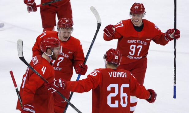 3-0: Vjasjeslav Voinov feirer 3-0-scoringen med lagkamratene. De russiske gutta fikk det som ventet relativt enkelt mot Norge. Foto: Brian Snyder / Reuters / NTB Scanpix