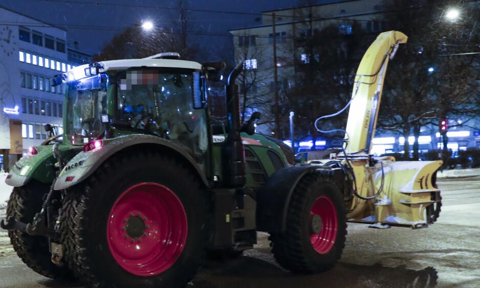 DØDE: En person mistet livet etter å ha blitt påkjørt av traktor i krysset mellom Sandakerveien og Hans Nielsen Hauges gate seint tirsdag kveld. Foto: Dagbladet-tipser.  Foto: Terje Bendiksby / NTB scanpix
