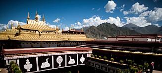 Tibets helligste sted i brann