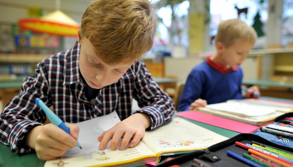 TESTES OG MÅLES: - Når man utfører en test, og den sier noe som ikke stemmer, vil dette føre til at noen barn får oppfølging de ikke hadde trengt, og at andre barn ikke får den oppfølginga de burde ha fått, skriver artikkelforfatteren. Foto: Frank May / NTB scanpix