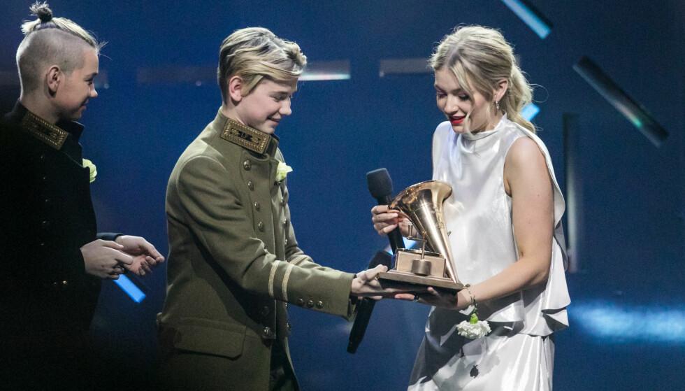 ÅRETS SPELLEKVINNE: Astrid S vant kveldens gjeveste pris under Spellemann. Foto: NTB Scanpix