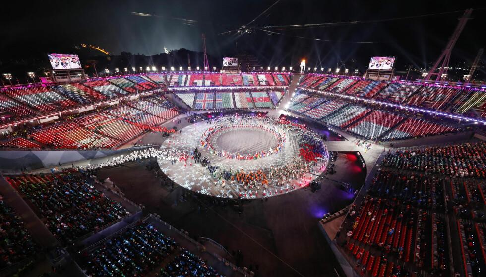 RIVES: Den olympiske stadion skal kun brukes fire ganger før den rives. Den kostet 800 millioner kroner å bygge. Arrangøren får likevel ros for å tenke nytt rundt bruken av OL-anlegg. Foto: Reuters/Pawel Kopczynski