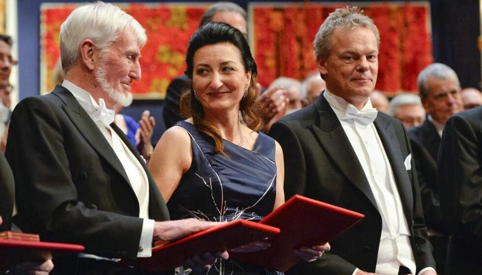 NOBELPRIS: May-Britt Moser og Edvard I. Moser vant i 2014 Nobelprisen i medisin, sammen med John O'Keefe (helt til venstre). Her under prissermonien i Stockholm. Foto: TT News / NTB scanpix