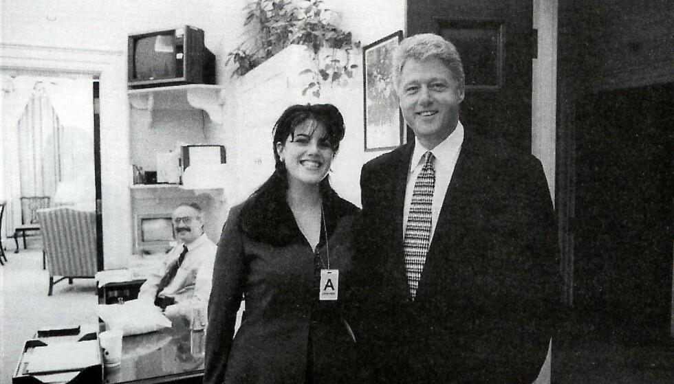 AVSLØRT: Affæren president Bill Clinton hadde med praktikanten Monica Lewinsky skulle få alvorlige konsekvenser for begge parter. Her er de avbildet i 1995, tre år før skandalen ble et faktum. Foto: NTB scanpix