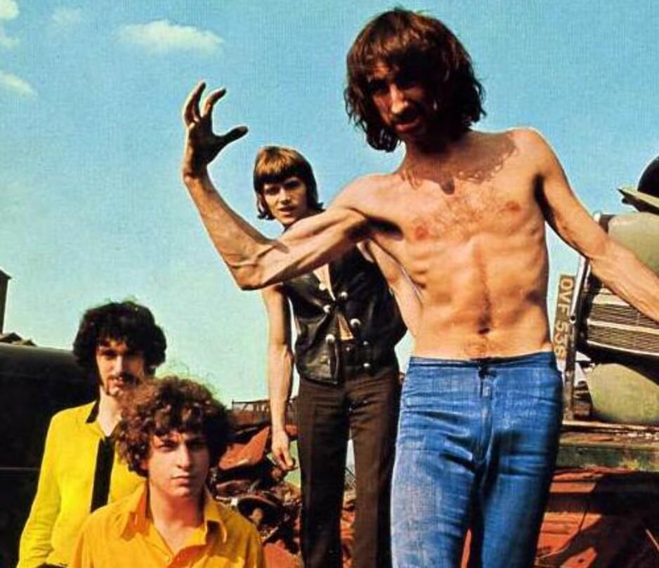 """CRAZY WORLD OF ARTHUR BROWN er en av de mer kjente gruppene på de nye psychedelia-samlingene, kjent for hitlåta """"Fire"""" (1978). Brown er for øvrig fortsatt i full sving med sine spektakulære, pyroteknisk avanserte show. Dette bildet er hentet fra en japansk LP:"""