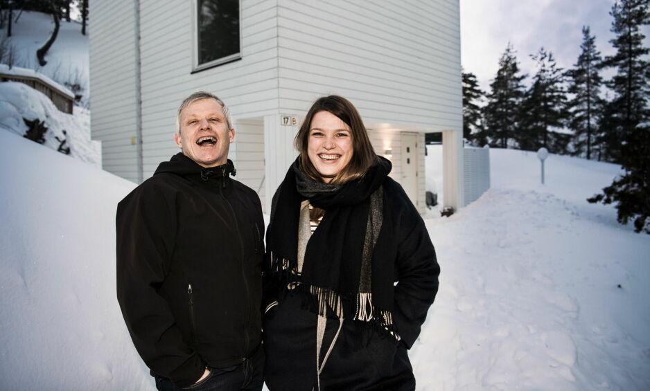 IKKE SOM ANDRE FAMILIER ...: Helge Vallesether og datteren Tine Wang Brenna. Som Lotto-millionærer flest går han fortsatt hver dag til den samme jobben han har hatt i 22 år. Hver uke deltar mellom 900.000 og 1.100.000 nordmenn i Lotto. Foto: Lars Eivind Bones.