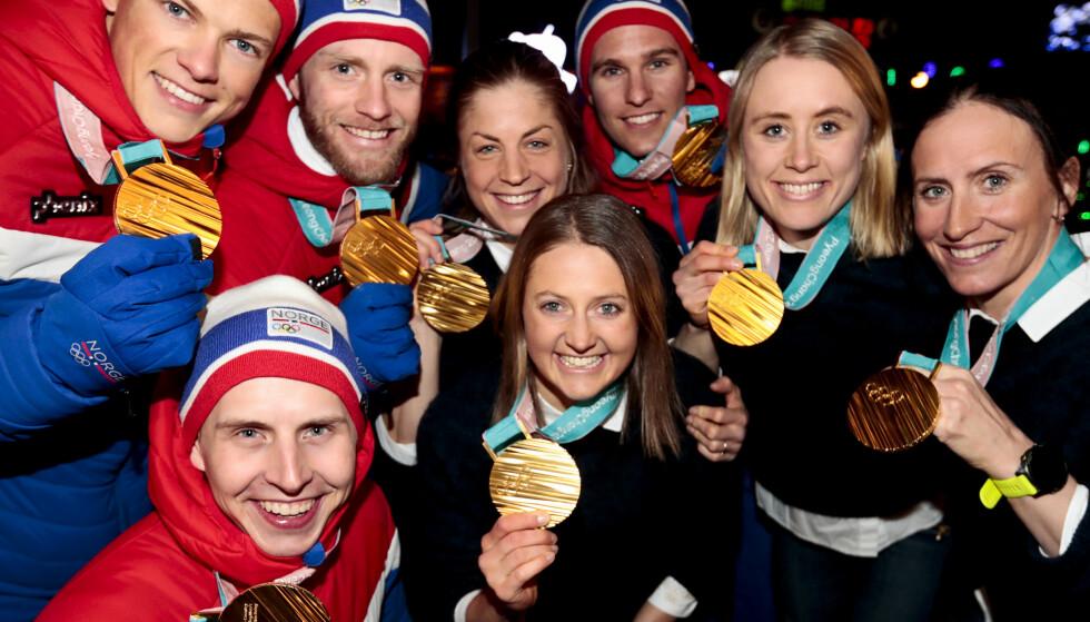MEDALJEBOOM: Stafettløperne med gullmedaljene sine. Norge vant medaljestatistikken klart i vinter-OL, men internasjonale eksperter mener nå at den norske dominansen egenlig var mye sterkere. FOTO: Lise Åserud / NTB scanpix