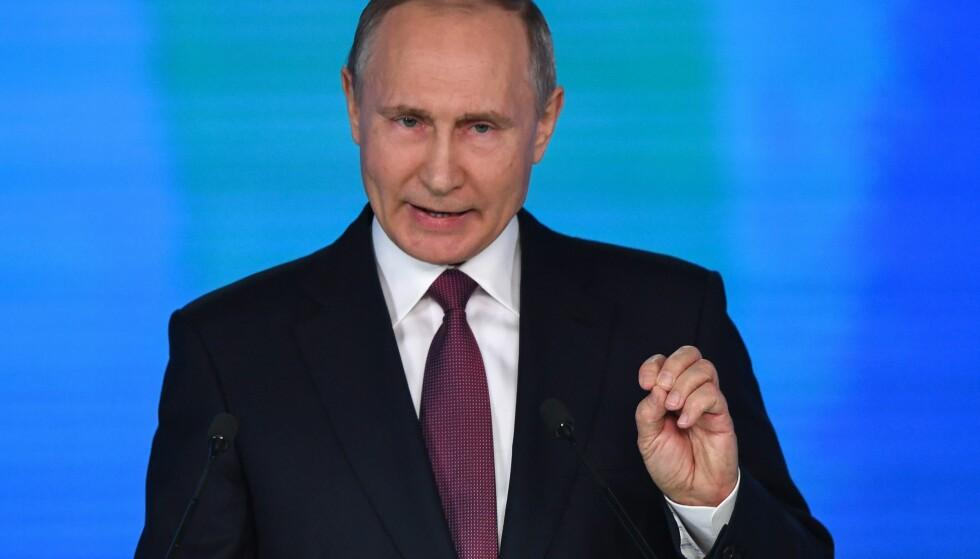 I TALE: Russlands president Vladimir Putin fortalte om sine nyeste våpen under sin årlige tale om rikets tilstand. Foto: Alexander Zemlianichenko / AP / NTB scanpix