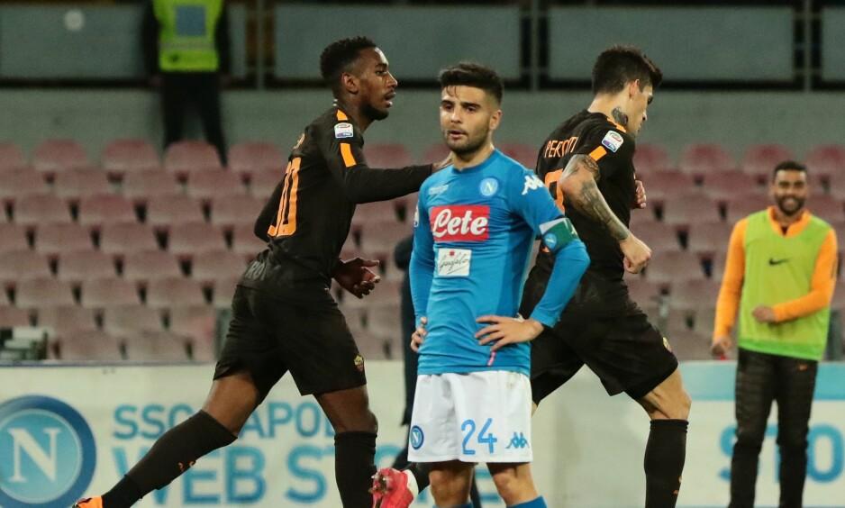 SKUFFET: Napolis kaptein for kvelden, Lorenzo Insigne, murrer etter at Diego Perotti har scoret bortelagets fjerde mål for kvelden. Foto: NTB scanpix