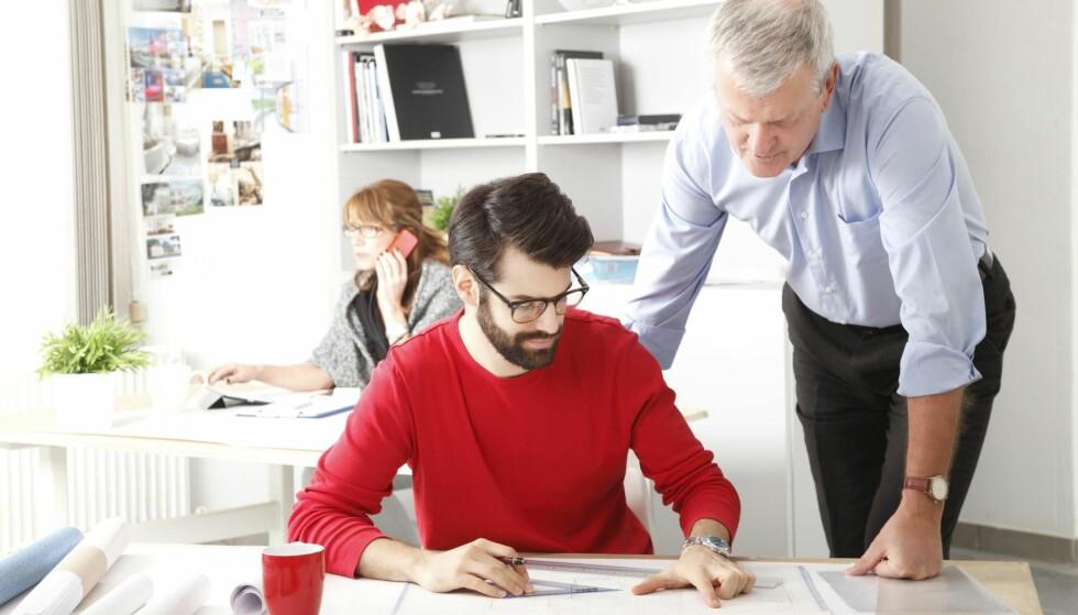 STABILE: Flere bedriftsledere trekker frem at de eldste arbeidstakerne ofte er mer stabile og lojale, håndterer stress bedre, og er mindre borte enn 30-åringer med syke barn, skriver Marte Gerhardsen. Illustrasjonsfoto: NTB scanpix