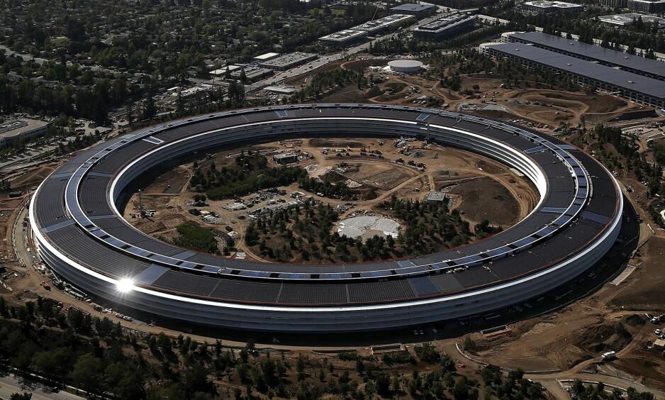 SKADER: Flere av de som jobber i Apples nye hovedkvarter, har slitt med bygningen og dens utforming. Foto: Justin Sullivan / Getty Images / AFP / NTB Scanpix