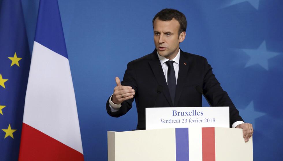 LOV OM SEKSUELL LAVALDER: Frankrikes president Emmanuel Macron er blant dem som mener landet bør få en lov om seksuell lavalder. Her er han under et EU-toppmøte i Brussel i februar. Foto: Olivier Matthys / AP / NTB scanpix