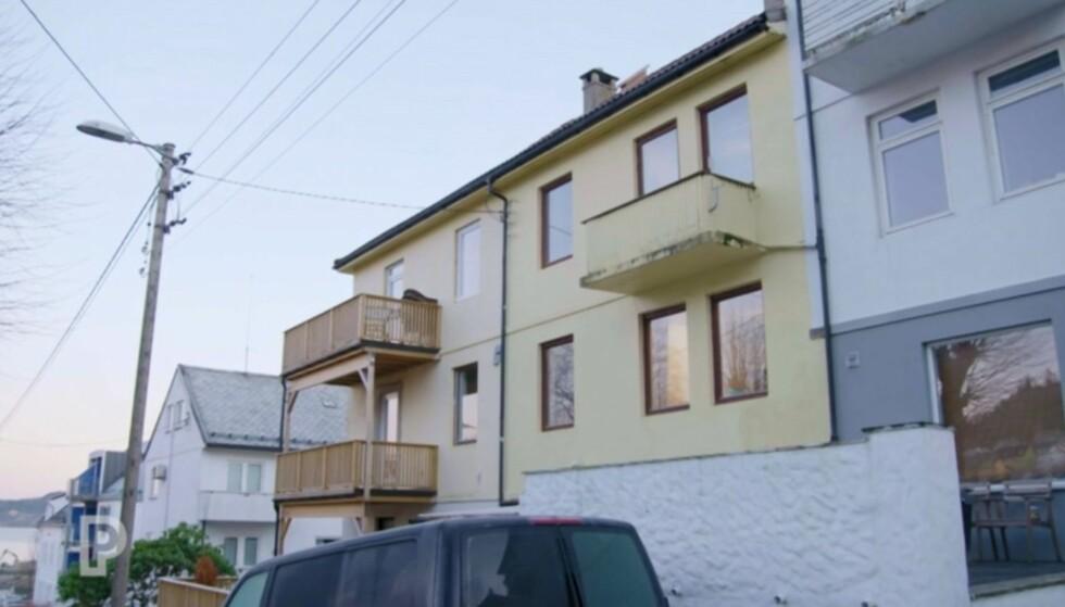 BYGÅRD: Denne bygården, ikke langt unna Bergen sentrum, kjøpte paret i 2013. De bor selv i en av leilighetene, og leier ut de resterende tre. I framtiden ønsker de at barna kan få hver sin leilighet når de flytter hjemmefra. Foto: TV3