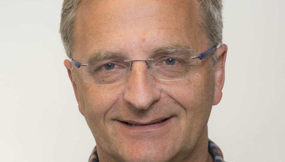 REAGERER Professor Jon Skranes - en av Norges fremste eksperter på medfødte russkader - synes det er beklagelig at Coca-Cola nå slår seg på spritmarkedet. Foto: NTNU