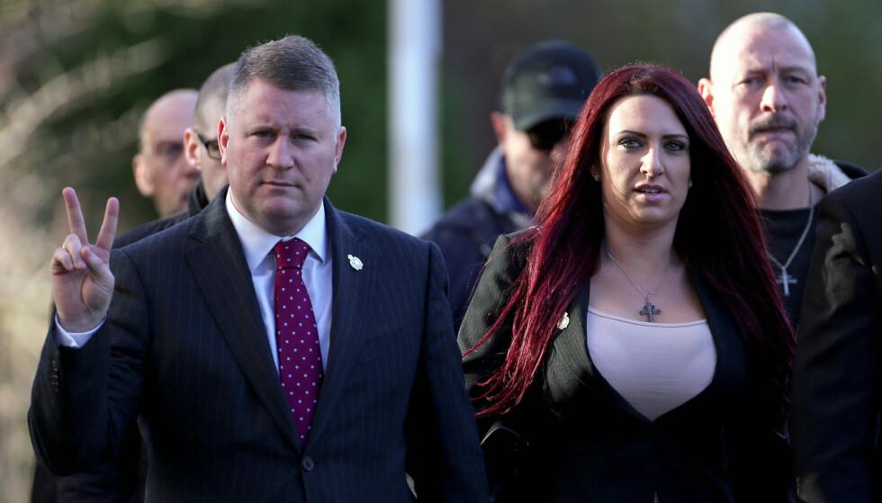 DØMT: Britain First-lederne Paul Golding og Jayda Fransen ble i dag dømt for hatkriminalitet. Her på vei til rettssalen tidligere i år. Foto: Scanpix