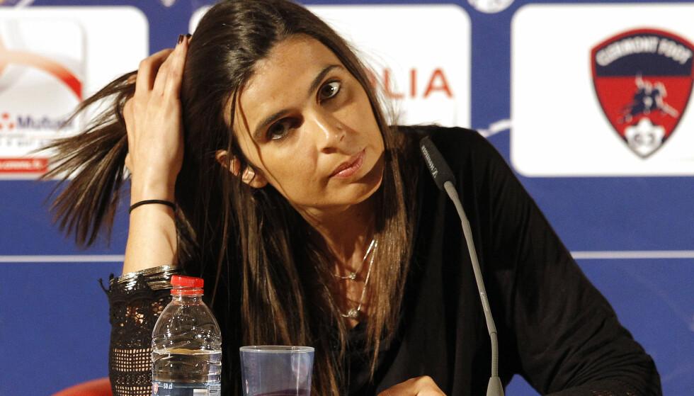 KORTVARLIG OPPHOLD: Helena Costa ble den første kvinnen som tok over en toppklubb i herrefotballen. Hun hadde jobben i to uker. Foto: NTB Scanpix
