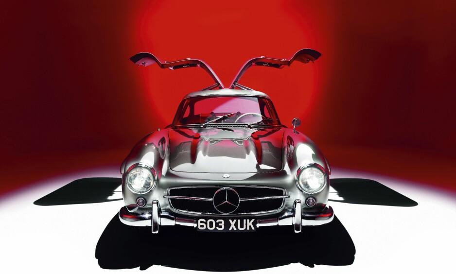 10. PLASS: Autofil mener 1954 Mercedes 300SL Gullwing er den 10. vakreste bilen som noen gang er laget. I denne artikkelen har bilbladet laget en liste over det de mener er de 100 vakreste bilene gjennom historien.