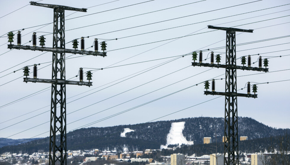 DYRT: I vinter har strømprisene føket i været. Frp ønsker å innføre en el-avgift som går ned når strømprisen går opp. Høyre støtter ikke forslaget.     Foto: Ole Berg-Rusten / NTB Scanpix