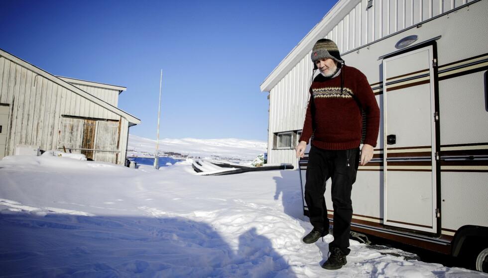 FLÅTE: På brygga i Kvalsund har Torulf Olsen flåten sin klar. Her går han ut fra campingvogna han bruker som kontor. Foto: Nina Hansen / DAGBLADET