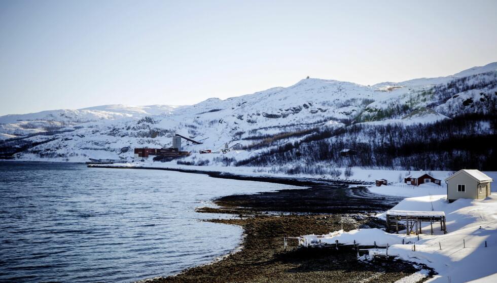 HER BLIR DET GRUVE: I Kvalsund skal Nussir få deponere avfall i fjorden. Det er det mange som ikke liker. Foto: Nina Hansen