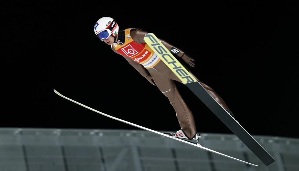 BEST: Den norske innsatsen var solid, men ingen kunne stoppe Kamil Stoch fra å vinne i Raw Air-åpningen i Holmenkollen. Robert Johansson ble toer i kvalifiseringen. Foto: Terje Bendiksby, NTB scanpix via AP