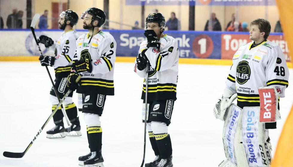 UT: Frisk Asker herjet med regjerende mester Stavanger Oilers, vant 4-1 og tok seg videre til NM-semifinale i sluttspillet i ishockey. Også Lillehammer avanserte. Foto: Lise Åserud / NTB scanpix