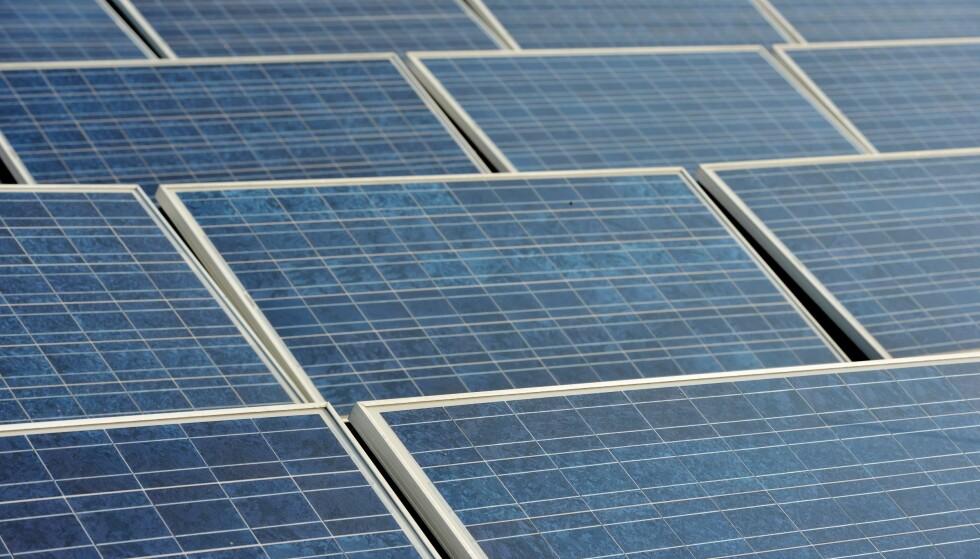 SOLCELLER: 1200 elever i Horten kan i 2019 ta i bruk en ny topp moderne skole som ved hjelp av 3470 kvadratmeter solcellepanel på taket produserer mer energi enn den bruker.  Illustrasjonsfoto: Frank May / NTB scanpix