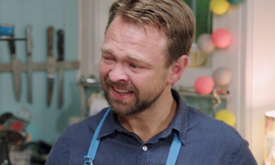 BRYTER SAMMEN: John Brungot klarer ikke å holde tårene tilbake når han forteller om sønnen. Foto: Skjermdump, TV 2