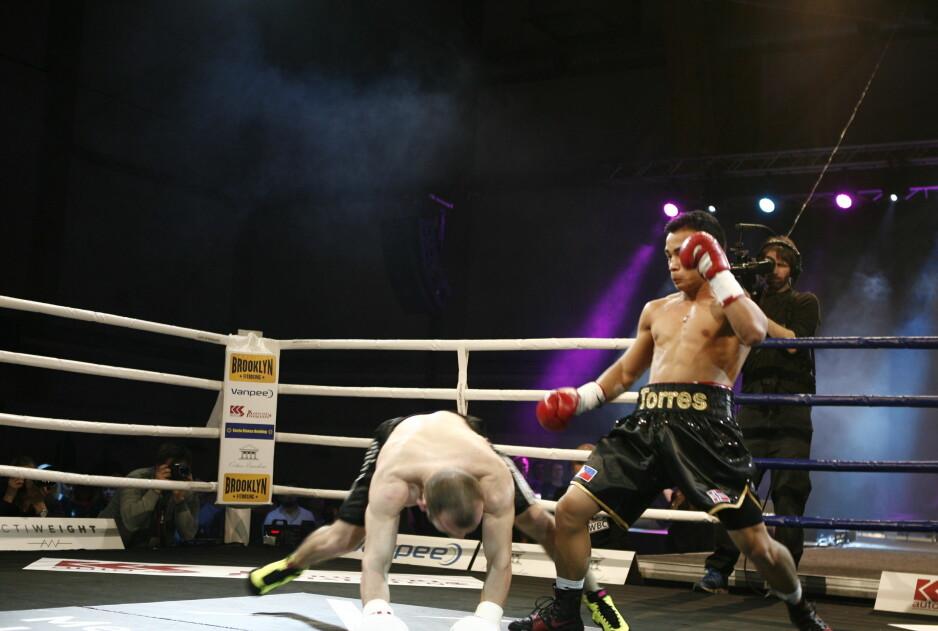 NED MED HAM: Bernard Torres slo ned sin motstander to ganger i den første runden. Foto: Alier Ajak Wuoi.