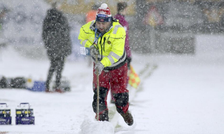 EKSTREME FORHOLD: Kampen mellom Bodø/Glimt og Lillestrøm søndag måtte stoppes på grunn av heftig snøfall. Da oppgjøret på Aspmyra kom i gang igjen, vant Glimt 3-1.  Foto: Mats Torbergsen / NTB scanpix