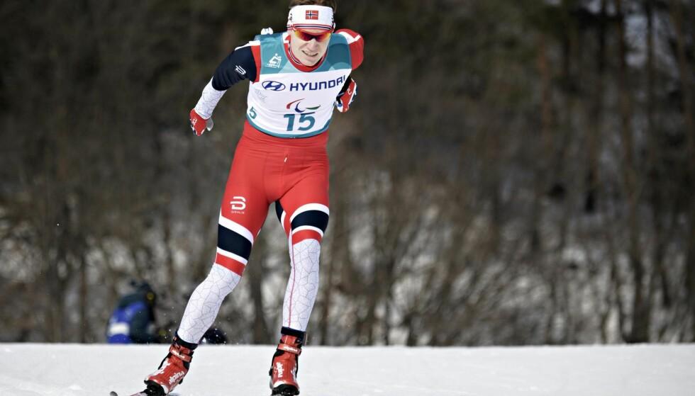 BRONSEVINNER: Håkon Grønsveen Olsrud kom på tredjeplass i 20 km stående under vinter-Paralympics i Pyeongchang mandag. Foto: Jessica Gow / TT / NTB scanpix