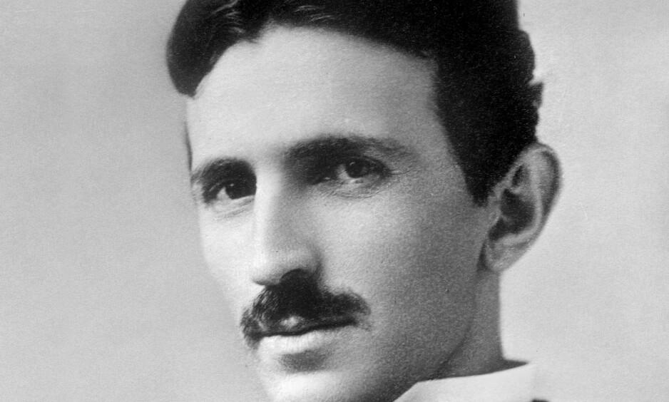 EKSENTRISK GENI: Vitenskapsmannen og oppfinneren Nikola Tesla har stått bak verdens viktigste oppfinnelser. Han ble født i Kroatia av serbiske foreldre og bodde store deler av sitt liv i New York. Bildet er tatt på 1890-tallet. Foto: NTB Scanpix