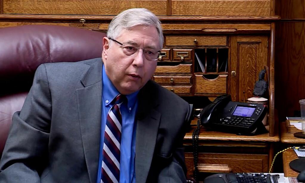 FAMILIENS ADVOKAT: Robert Sykes, Angilaus families advokat, mener skuddene som ble avfyrt ikke var nødvendige. Video: CNN