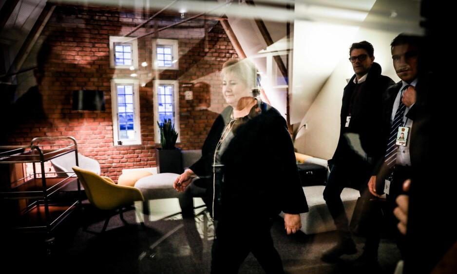 BEKLAGER OG BEKLAGER: Erna Solberg sier hun ikke stiller seg bak Sylvi Listhaugs utspill på Facebook og beklager overfor dem som ble støtt. Foto: Christian Roth Christensen / Dagbladet