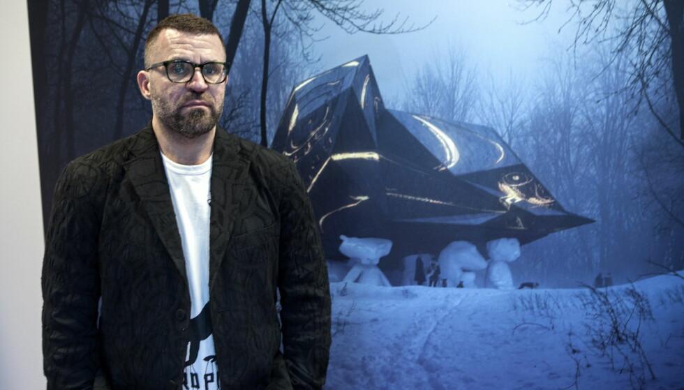 ET SKRITT NÆRMERE: Bjarne Melgaard med sitt omstridte prosjekt «A house to die in». Foto: Anders Grønneberg / Dagbladet