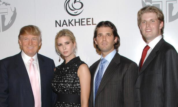 <strong>TRUMP-BUKETT:</strong> Donald Trump sammen med sine tre eldste barn, Ivanka (36), Donald Jr. (40), og Eric (34), i 2008. Foto: AP / NTB Scanpix