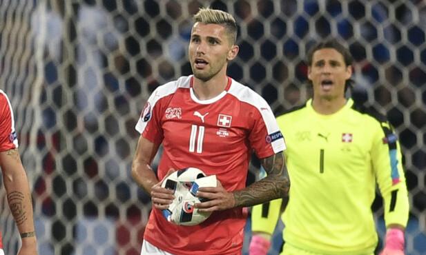 <strong>FOTBALLSPILLER:</strong> Valon Behrami er en av Sveits' største fotballstjerner. Foto: AP Photo/Martin Meissner