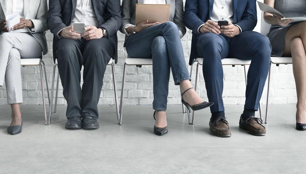 HARD KONKURRANSE: Å være jobbsøker kan være utfordrende. Du må skrive mange søknader, sjonglere profiler på rekrutteringsnettsteder, og prestere på intervju. Og du er ikke alene om å jobbe hardt for å være en unik kandidat. Foto: Rawpixel/Shutterstock/NTB Scanpix.