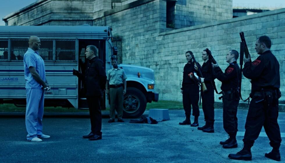 """TRØBBEL: Vince Vaughn som straffange og Don Johnson som fengselsdirektør i filmen """"Brawl in Cell Block 99"""", en brutal fortelling i fengselsfilm-sjangeren."""