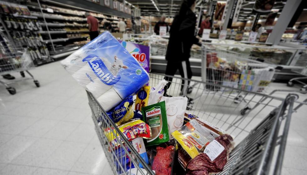 BILLIGMODUS: Pengene sitter løst på den andre siden av grensa. Lite slår følelsen av å ha gjort en god deal. Foto: John T. Pedersen/Dagbladet