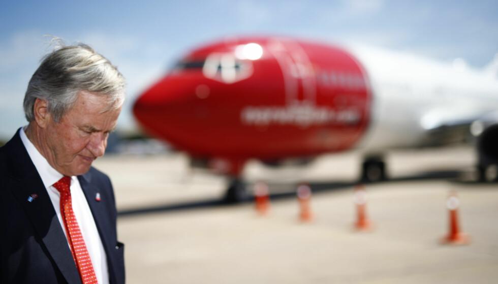 MILLIARDTAP: Adm. direktør Bjørn Kjos foran et Norwegian-fly på flyplassen i Buenos Aires i Argentina 8. mars i år. Foto: Heiko Junge, NTB Scanpix.