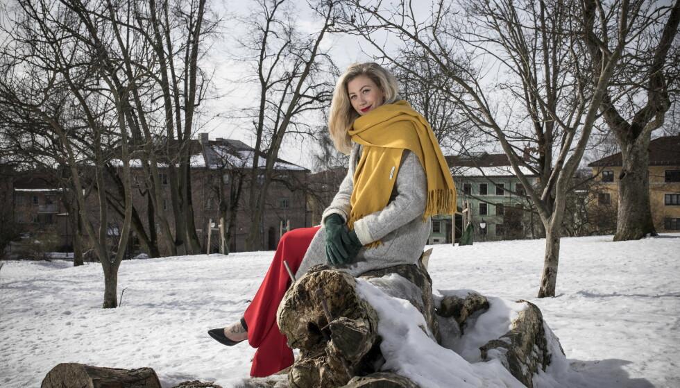 FARGERIK: Isabelle Pedersen liker å kle seg i farger. Fargerik er hun også som person. Foto: Tomm W. Christiansen / Dagbladet