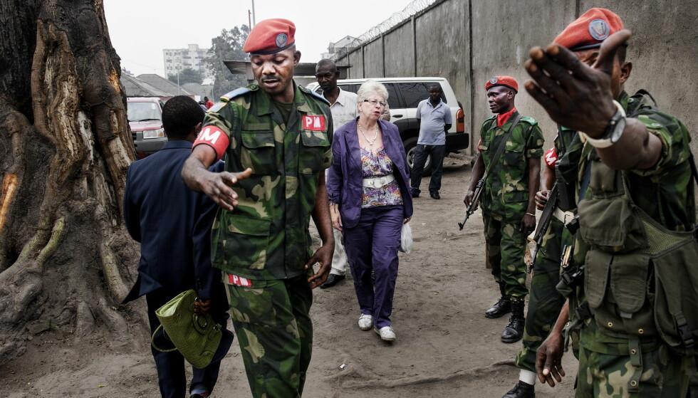 I KONGO: Kari Hilde French ankommer fengselet i Kinshasa en gang i 2013. Tjostolv Moland døde i fangenskap det samme året. Foto: John T. Pedersen / Dagbladet