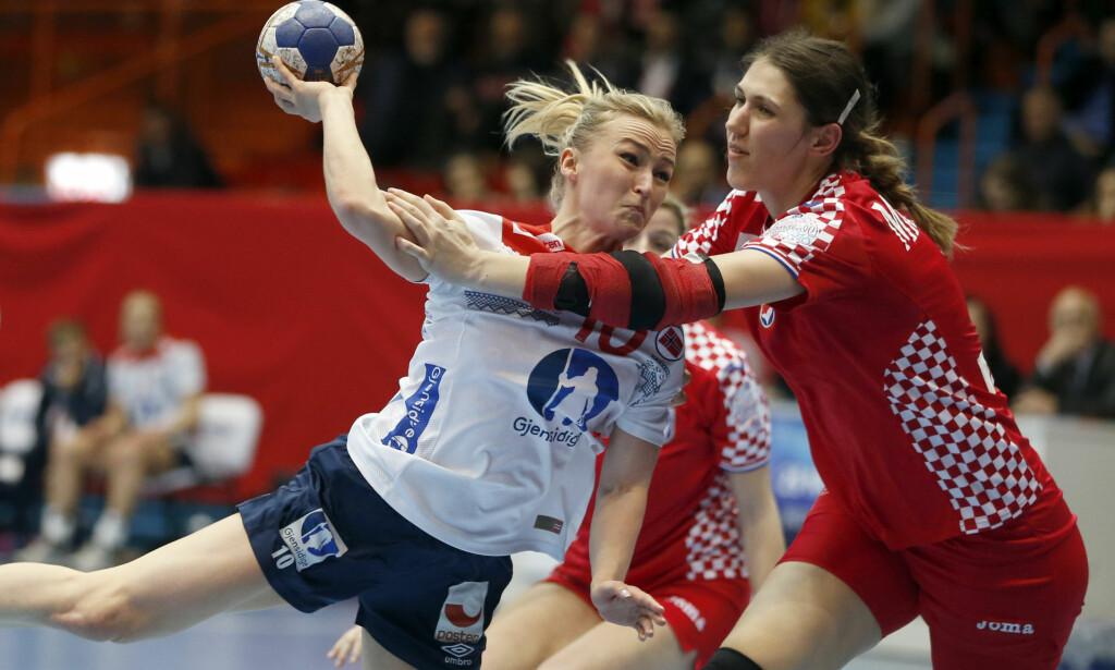 SEIER: Stine Bredal Oftedal og Norge slo Kroatia enkelt i EM-kvalifiseringen. Foto: AP Photo/Darko Bandic / NTB scanpix
