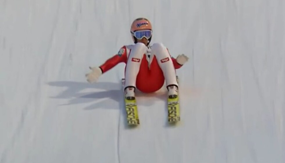 NEDI MED RUMPA? Stefan Krafts rekordhopp i Vikersund. Fortsatt er ekspertene i tvil om det var fall eller ikke. I helga kan rekorden på 253,5 meter ryke i Planica. Foto: NRK