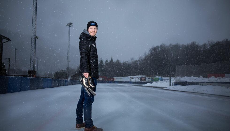 DER ALT STARTET: Sverre Lunde Pedersen har utallige timer ute på isen på Slåtthaug isbane. Foto: Eivind Senneset/Dagbladet