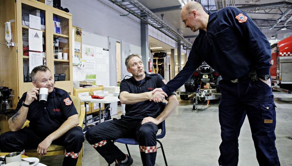 VARSLET: Brannmester Frode Negård er tilbake på jobb etter varslingssaken, og angrer ikke. Nå har styret beklaget uttalelser etter å ha blitt dømt for ulovlig sparking. Kollega Petter Skjærmoen til venstre var en av dem som reagerte på uttalelsene. Foto: Nina Hansen / DAGBLADET
